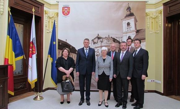 Primarul Klaus Iohannis a primit vizita unei delegaţii din Parlamentul Germaniei