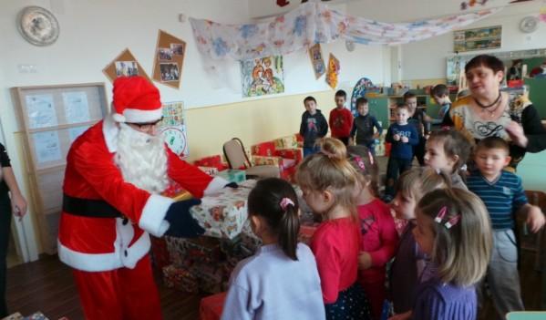 Peste 4.000 de cadouri pentru copiii din Mediaș și Ighișul Nou