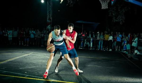Vlad Solopa, baschetbalistul de la Gaz Metan Mediaș, concurează în acest week-end la finala mondială Red Bull King of the Rock