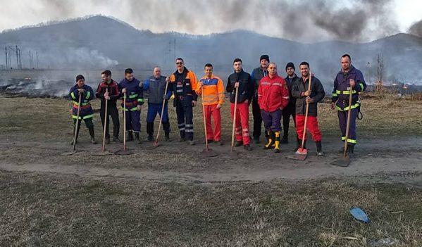Pompierii voluntari din Copșa Mică sprijină cetățenii care vor să efectueze arderi controlate de vegetație